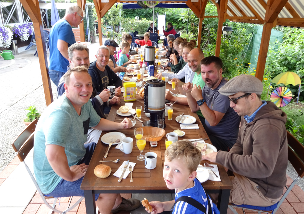 Frühstück_Gruppe Campingplatz Waischenfeld